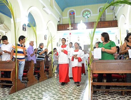 Missa de Ramos abre celebrações da Semana Santa para ps católicos