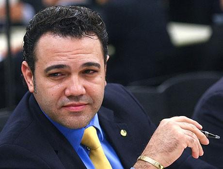 Vereador justifica título a Feliciano pela defesa que ele faz da família