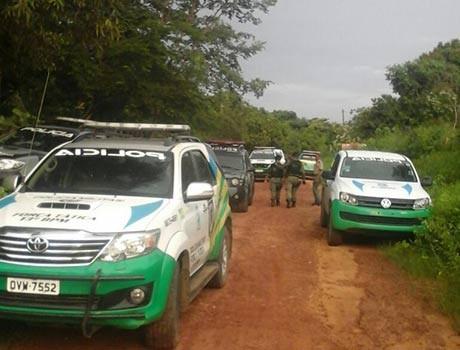 Polícia Militar troca tiros com suspeitos, mata um e outros três fogem