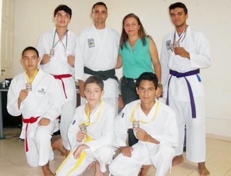 Prefeita recepciona Karatecas medalhistas de Esperantina