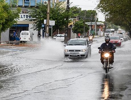 Meteorologia prevê mais chuva neste sábado; veja fotos de hoje