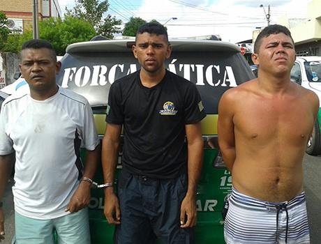 PM captura trio suspeito de tráfico e assaltos na zona Norte