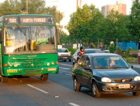Transitar no corredor exclusivo de ônibus vira infração gravíssima