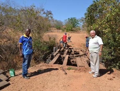 Estradas da Fazenda de Cima, zona rual de Corrente, recebem manutenção