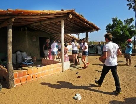 Jovens fazem intervenção em comunidade carente de Parnaíba