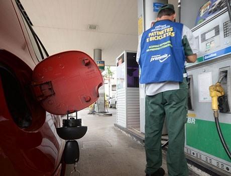 Preço do litro da gasolina comum diminui na capital e chega a R$ 3,05