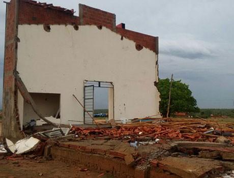 Teto de igreja cai e homem morre após temporal em Fartura do Piauí