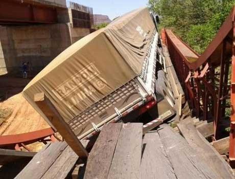 PI: caminhão que derrubou ponte carregava o triplo do peso permitido