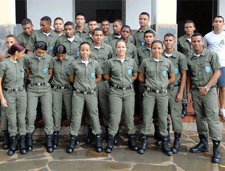 Ex-servidores exigem direitos trabalhistas do Comando Geral